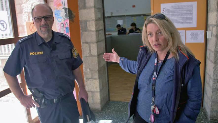 Die Bundespolizei steht auch in Donauwörth vor großen Problemen bei der Abschiebung, wie uns Thomas Scheuerer (Polizeichef) und Sybille Jakob (Maltester Hilfsdienst) schildern.