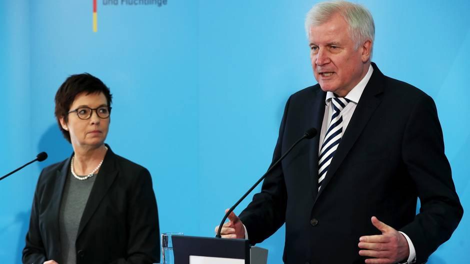 Bamf-Skandal - Jutta Cordt und Horst Seehofer im Innenausschuss