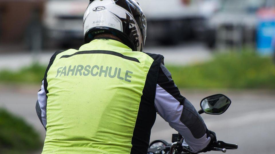 Ein Motorradfahrschüler wurde bei einem Unfall schwer verletzt (Symbolbild)
