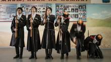 Kosaken-Kadetten üben militärische Übungen ein. Allein in Dimitrowgrad haben sich in den vergangenen Jahren vierKosaken-Verbände herausgebildet. Dabei wohnen lediglich 120.000 Einwohner in der Stadt an der Wolga.