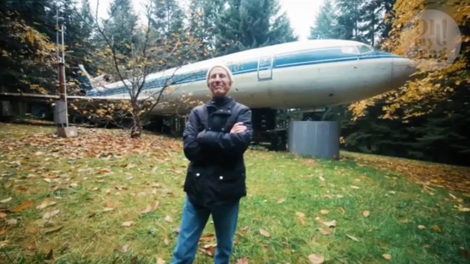 Dieser Mann lebt in einer Boeing 727 mitten im Wald