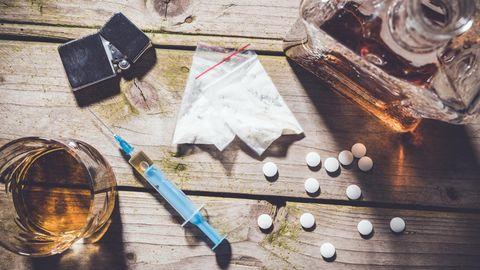 In einer Leistungsgesellschaft, die ständig über ihre Grenzen geht, werden Drogen zunehmend zur Normalität.