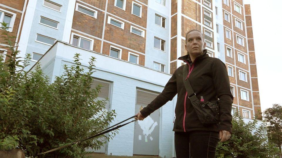 Eine Bewohnerin des Blockmacherrings in Rostock