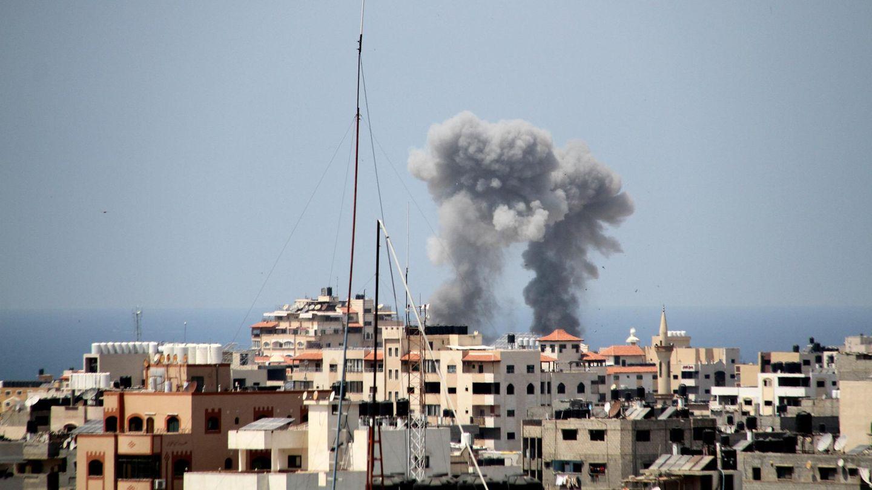 Unruhen in Israel und dem Gaza-Streifen: Rauchwolken steigen von Gebäuden in Gaza-City auf