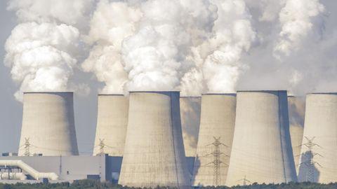 Neue Kohlekommission: Braunkohlekraftwerk Jänschwalde in der Lausitz