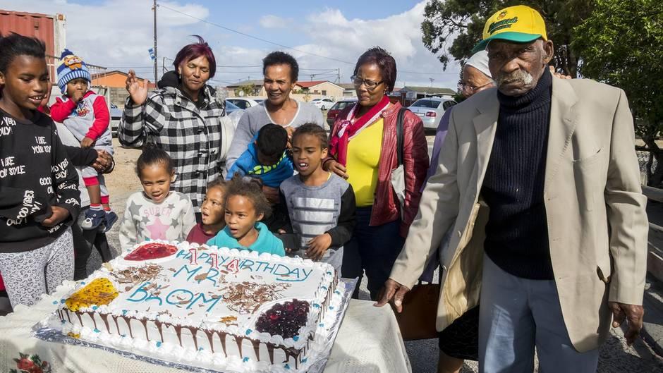 Fredie Blom feiert seinen 114. Geburtstag in Cape Town, Südafrika