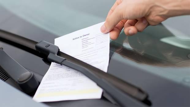 In Großbritannien erwarten manche Parkplatznutzer in jüngster Zeit unangenehme Überraschungen (Symbolbild)