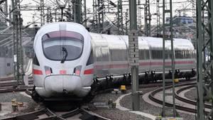 Im Kampf um die störanfälligen Klimaanlagen in den Zügen probieren es die Zugbegleiter mit Humor.