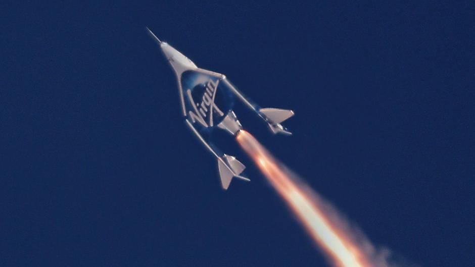 Vorbereitung zum Mond-Flug: Eine Rakete des privaten US-Raumfahrtunternehmens Virgin Galactic.