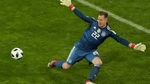 Marc-Andre ter Stegen macht sich breit im deutschen Tor - Manuel Neuer hat trotzdem die Nase vorn