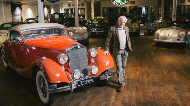 Thiesen handelt mit Oldtimern aus allen Epochen (vorn: Mercedes 320 Cabrio A von 1938)
