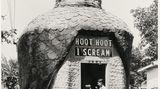 Abkühlung mit Getränken und Eiscreme 1932 unter den Fittichen einer Eule: Das Hoot Hoot I Scream am Valley Boulevard im San Gabriel Valley östlich von Los Angeles.