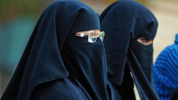 Muslimische Frauen im Niqab - ein Magazin von al Kaida gibt Tipps für das schöne Heim