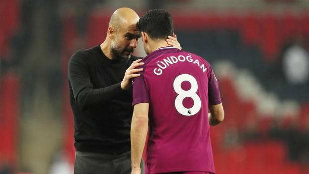 Pep Guardiola ist sein Trainer bei Manchester City – und großer Förderer