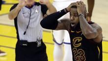 NBA-Finale: LeBron James kann nicht glauben, dass sein Cleveland-Mitspieler den Sieg verdaddelt