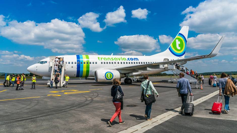 Eine Boeing 737 des niederländischen Billigfliegers Transavia, die am 29. Mai auf dem Weg nach Amsterdam in Faro landen musste, um einen Passagier aussteigen zu lassen.