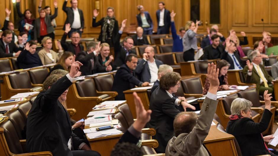 Hamburg: Betrugs-, Gewalt- und Korruptionsvorwürfe - Beamte kassieren trotz Suspendierung volles Gehalt