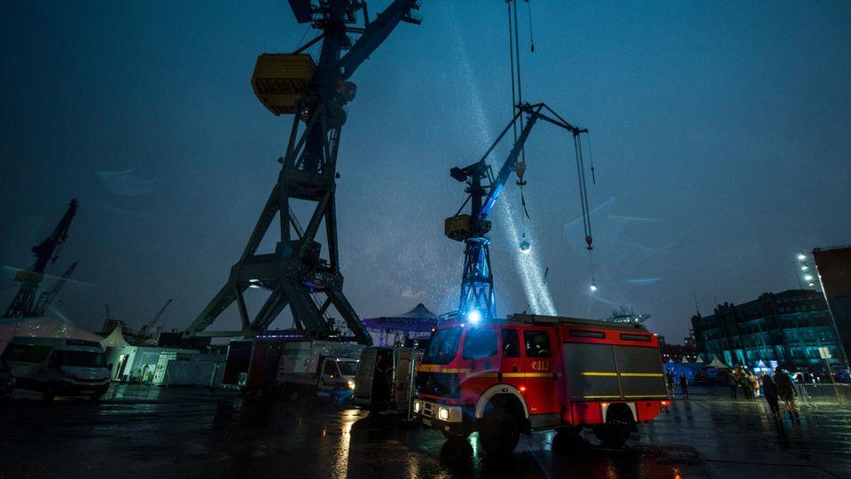 Wegen Starkregens musste das Elbjazz-Festival auf dem Gelände der Werft Blohm und Voss in Hamburg unterbrochen werden
