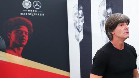 Joachim Löw (l.) hat Leroy Sané (auf Hintergrund) aus dem WM-Kader für Russland gestrichen