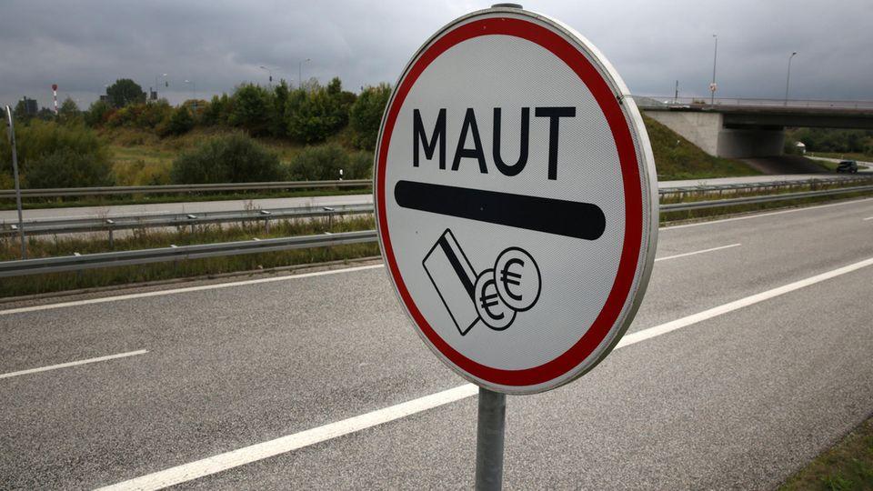 Lkw-Maut in Deutschland: Ein tschechischer Milliardär möchte die Mautanlagen betreiben