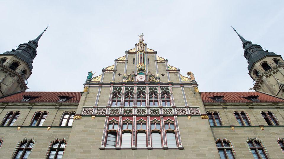 Nachrichten aus Deutschland: Straftäter flieht aus Gericht in Halle