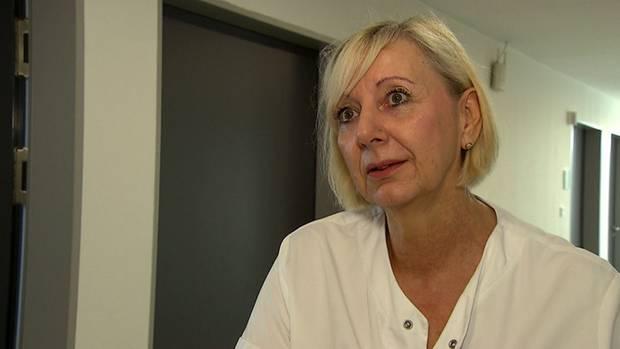 Krankenschwester Petra Büttner bemängelt, dass sie kaum Zeit für die Patienten hat.