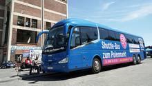 Von Berlin-Marzahn fährt der Shuttle-Bus zum Schnäppchenmarkt an die deutsch-polnische Grenze drei Mal täglich.