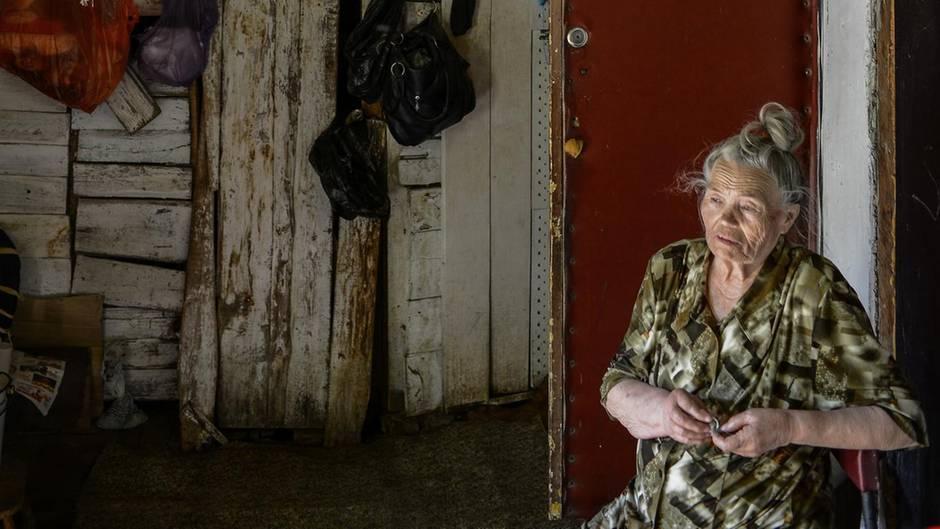 Das Haus von Lidija Krasnoschokowa verfault. Kein Einzelfall in Russland.
