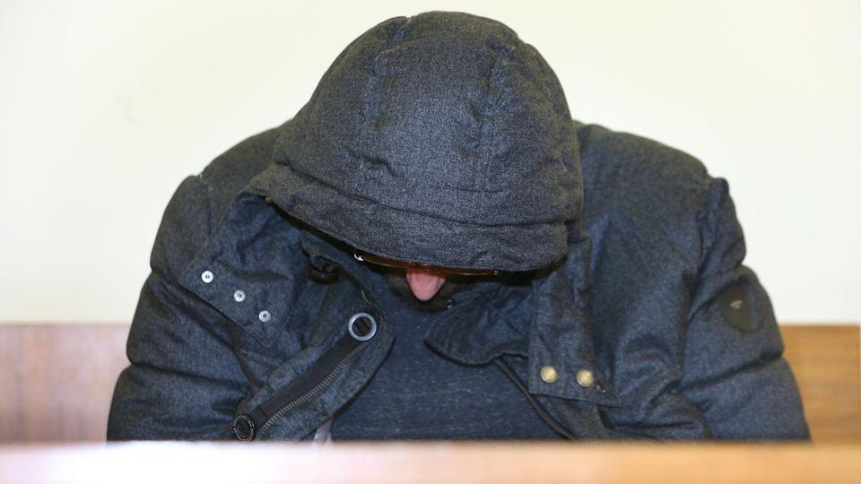 Bayern, Kempten: Ein 35-Jähriger sitzt im Landgericht auf der Anklageban