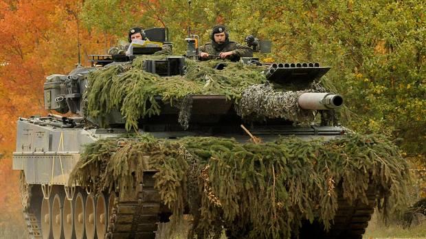 Der Leopard 2A6 wurde von Murray nicht erwähnt. In Vergleichsübungen der NATO kann sich der deutsche Panzer regelmäßig gegenüber dem M1 Abrams durchsetzen. Hierbei kommt es aber vor allem auf die taktischen Fähigkeiten der Besatzung an. Im Panzerwettbewerb 2016 der USA hatten die beiden Army Teams mit ihren M1 keine Chance.Die drei Leopard-Mannschaften aus Deutschland, Dänemark und Polen belegten die ersten drei Plätze. Sieger wurde Deutschland.