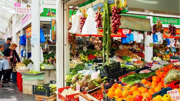 Der ideale Ort zum Einkaufen von frischen Lebensmitteln: der neue Markt imTestaccio.