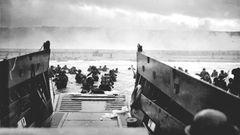 Aus den Landungsboten waten die Soldaten an den deckungslosen Strand - direkt in den Feuerbereich des MGs von Hein Severloh.