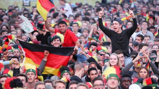 WM 2018: Public Viewing auf dem Heiligengeistfeld in Hamburg
