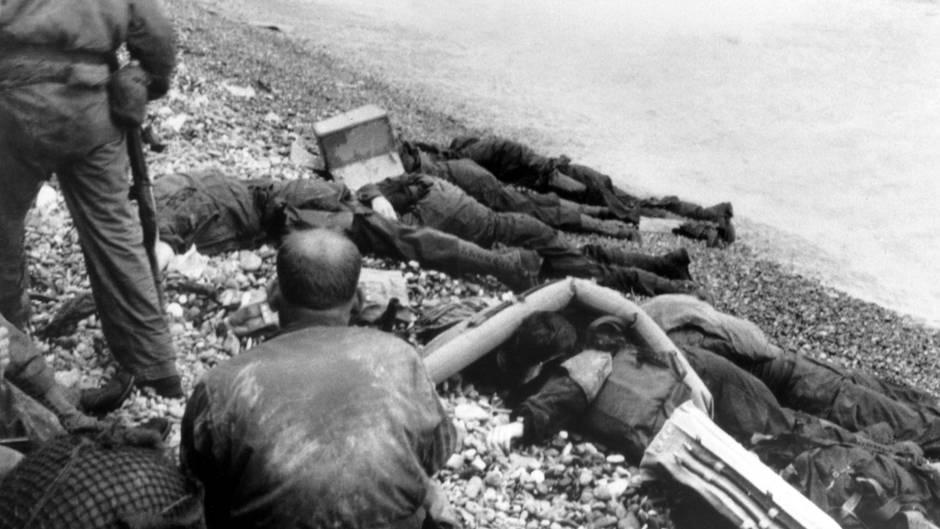 Omaha Beach  Die Landungstruppen erlitten am Omaha Beach die größten Verluste, da Bomber die deutschen Stellungen verfehlten.
