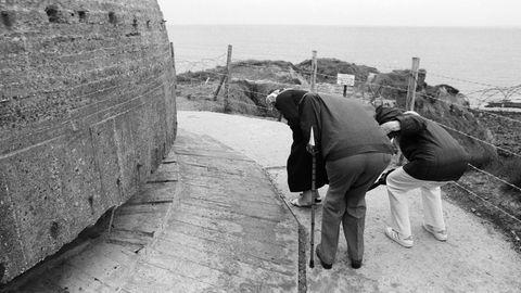 Touristenam Point du Hoc, einem der am härtesten umkämpften Küstenabschnitte während der Invasion der Alliierten in der Normandie.