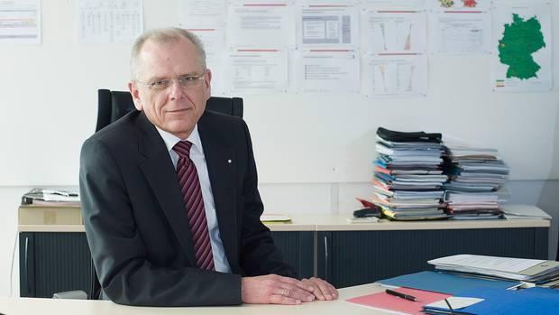 """Rudolf Knorr leitet im Bamfdie Abteilung """"Operativer Bereich, Controlling, Statistik"""". Er bekam eine Mail aus Bremen"""