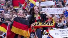 Deutschland-Fans beim Public-Viewing zur WM