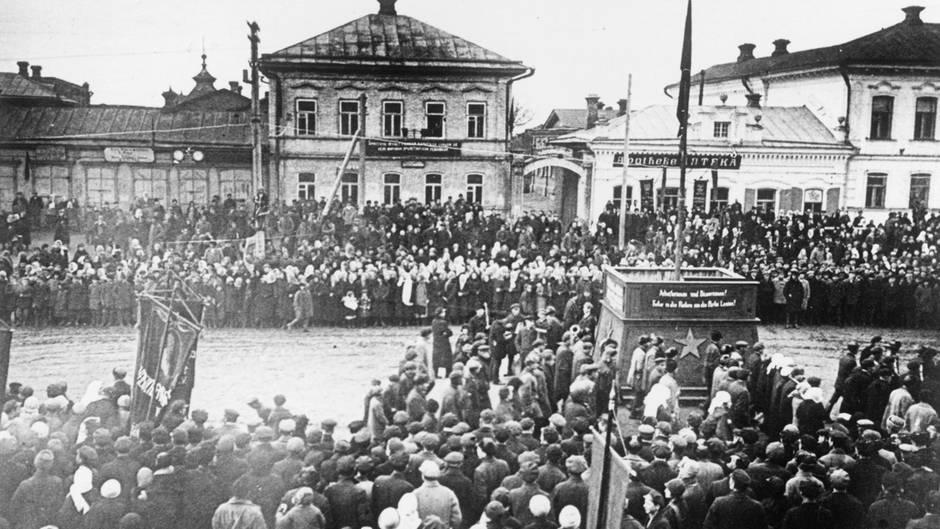 Zwischen 1924-1945 gab es in Russland dieautonomeWolgadeutsche Republik.