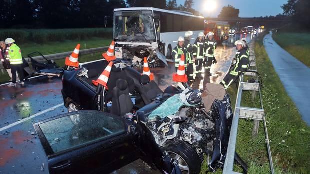 Bei dem Unfall auf der B465 starb eine 18-Jährige