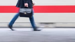 BahnproblemPünktlichkeit: Die Auslieferung von 25 neuen ICE-Zügen bis Jahresende solldie Lage verbessern.