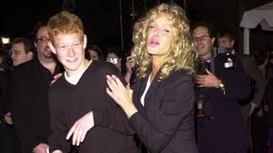 Redmond O'Neal mit seiner inzwischen verstorbenen MutterFarrah Fawcett bei einer Preisverleihung 2001