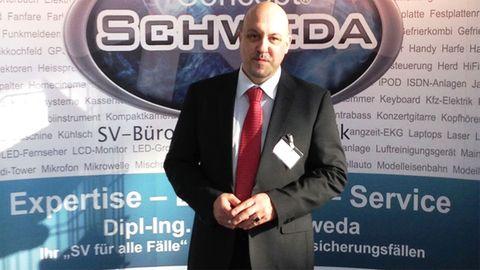 Ralph Schweda, Sachverständiger für Elektrotechnik, prüft für viele namhafte Versicherungen Schäden an Fernsehern, Smartphones, Laptops und anderen Elektrogeräten