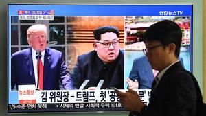 TV-Bildschirm mit Donald Trump und Kim Jong Un