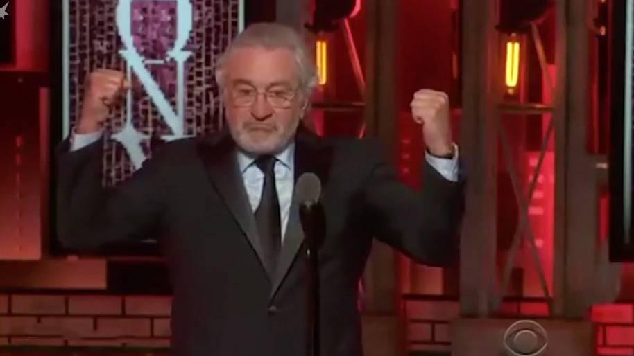 """Rede bei Tony-Awards: Robert De Niro sagt """"Verbotenes"""" - und erntet tosenden Applaus und Standing Ovations"""