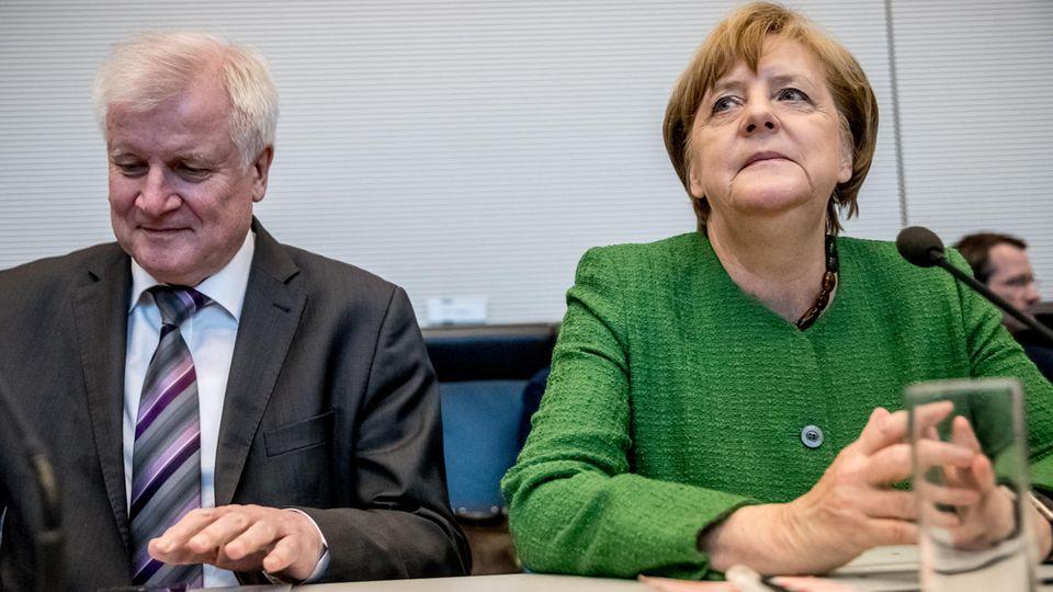 Angela Merkel neben Horst Seehofer