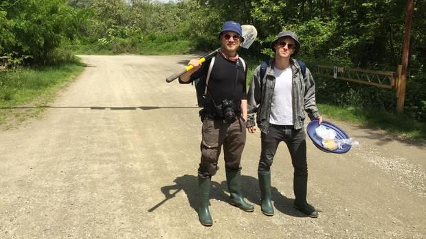 Fotograf Marcus Windus und Reporter Freddy Seeler sind bereit für ihren Tesla