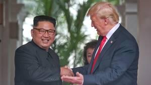 Kim Jong Un (l.) und Donald Trump im Capella Hotel auf der InselSentosa in Singapur