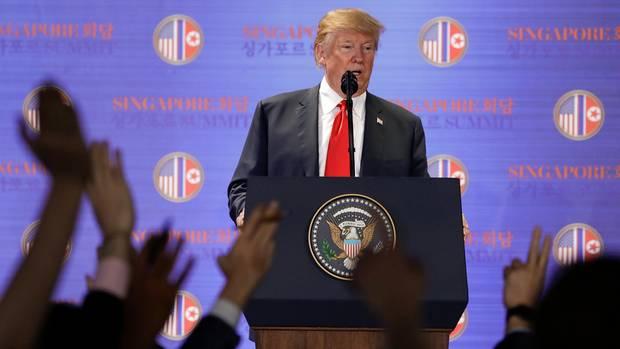 US-Präsident Donald Trump beantwortet die Fragen von Journalisten zum Deal mit Nordkorea