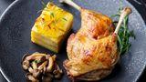 Maßhalten ist der Schlüssel  Natürlich schmeckt der erste Teller Pasta und der zweite sowieso. Aber es geht um die Balance. Wer nicht an Gewicht zulegen will, aber trotzdem nicht verzichten möchte, der sollte Maß halten. Die Franzosen haben diese Erkenntnis perfektioniert. Es gilt sich an Eiweiß und Gemüse satt zu essen. Kohlenhydrate machen nur einen kleinen Teil der Mahlzeit aus. Der Vorteil: Man fühlt sich nie überfuttert.