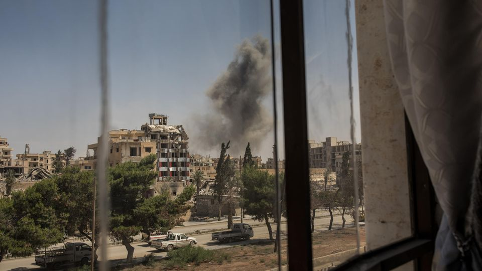 Blick vom Rathaus: Rauch nach einer Explosion